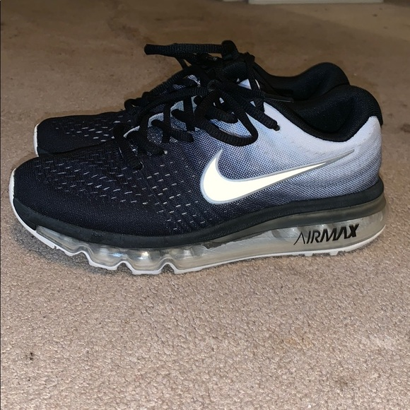 hot products famous brand best wholesaler Nike air max run easy. Worn 4 times.